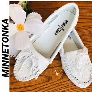 Minnetonka White Leather Beaded Moccasins Women